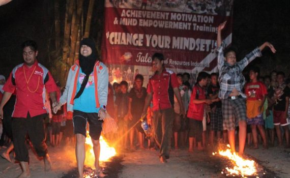 Firewalk training Jogja Outbound Jogja, Paket Outbound Jogja, Tempat Outbound di Jogja