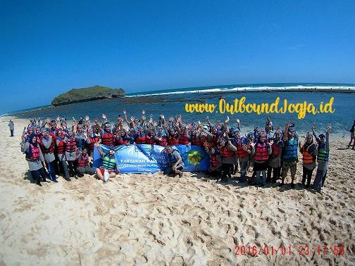 Asyiknya Snorkeling Di Pantai Gunungkidul Dengan Fun Outing Jogja Paket Outbound Jogja Tempat Outbound Di Jogja Jogja Outbound