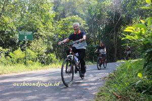 downhill cycling tour kaliurang