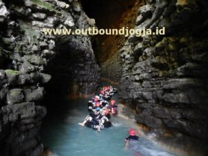 paket outbound di Goa Kalisuci